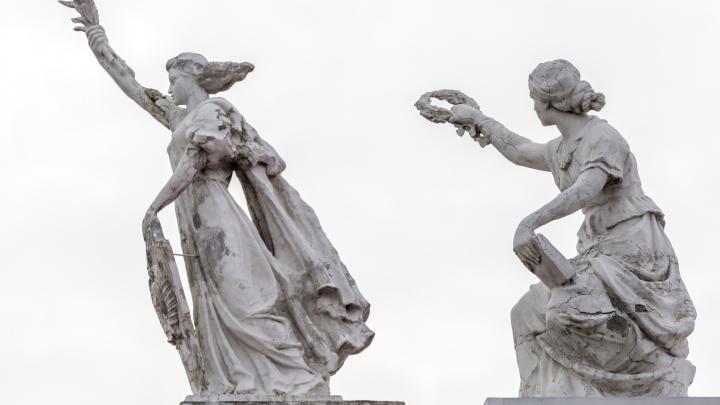 «Замазывать щели уже бесполезно»: в Волгограде вынесли приговор могиле Ермана и фигурам на НЭТе