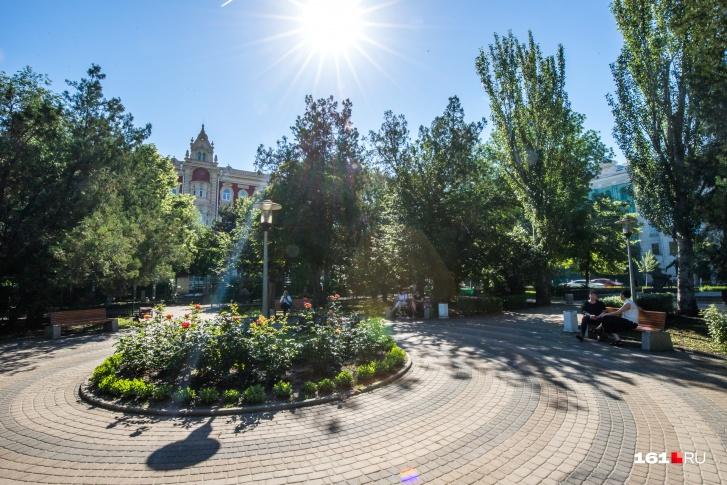 Про обновление парка объявил теперь уже экс-начальник управления культуры города Александр Доманов