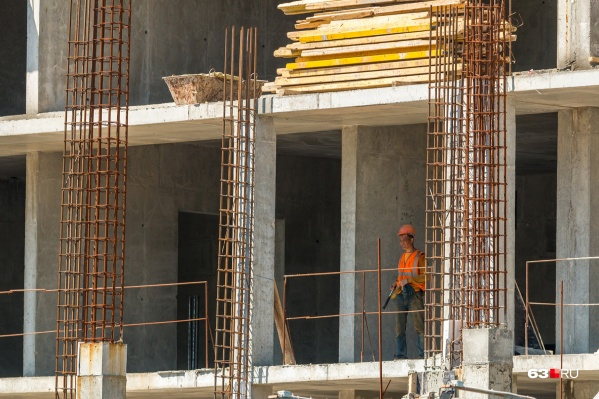 Стройка третьего здания в самом разгаре