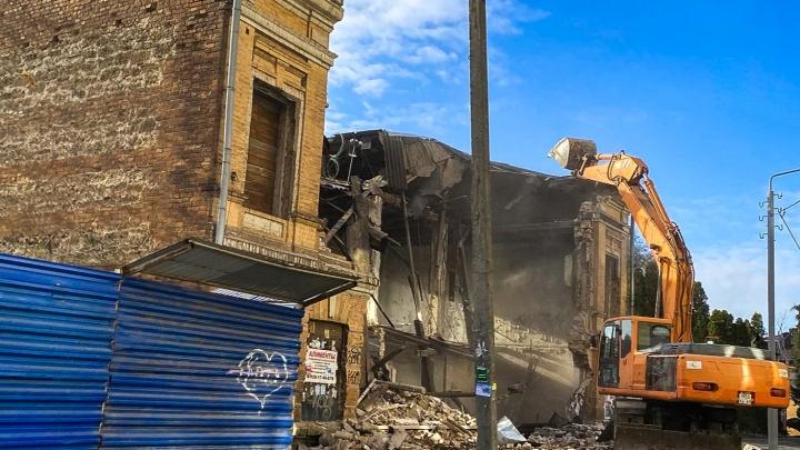 Три старинных здания в центре Ростова сровняли с землей
