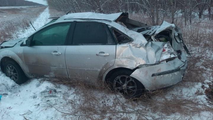 На трассе «Форд» вылетел в кювет — пострадали две девочки