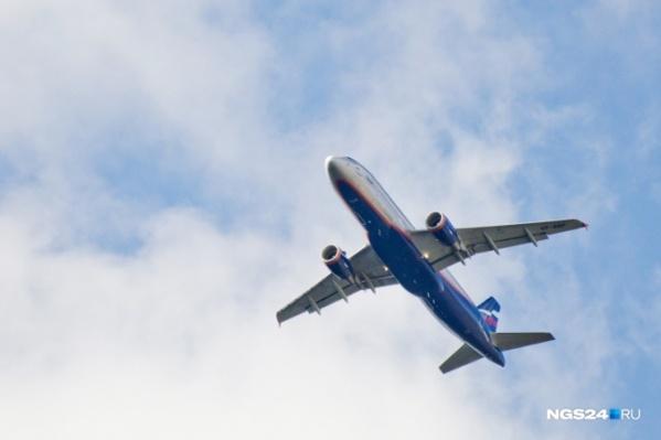 Рейс хотели экстренно посадить, но красноярские врачи оказали помощь на борту