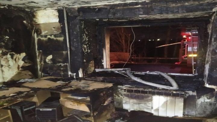 Пожарные спасли четырех человек из горевшего дома на окраине Архангельска
