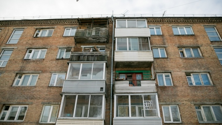Красноярскому аварийному общежитию с дырами в стенах заказали проект восстановления