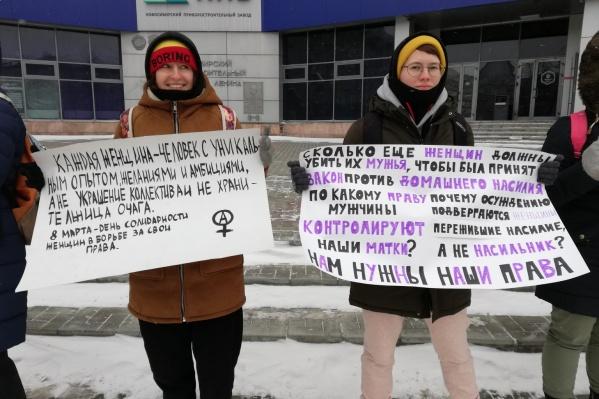 «8 Марта — это не праздник весны, нежности и женственности, 8 Марта — это праздник борьбы за права женщин!», — напомнили участницы акции