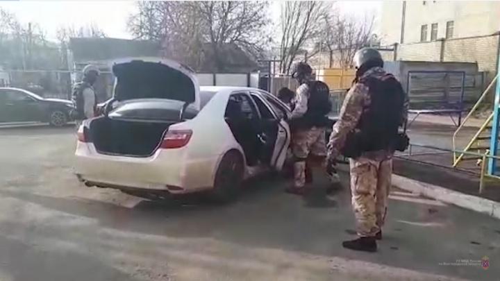 В Волгограде двое братьев из Калмыкии попытались выкачать нефть из магистрального нефтепровода