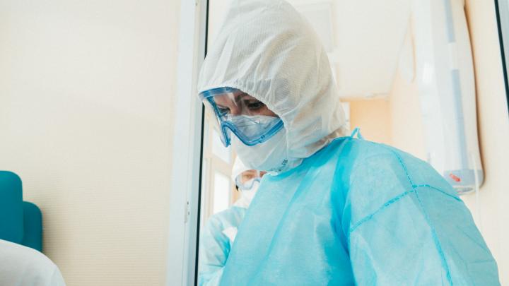 В Омской области выявили ещё 98 человек с коронавирусом