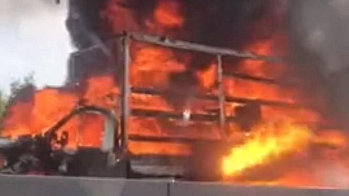 Видео дня. «Газель» полностью сгорела на М-7 в районе Гнилицких двориков