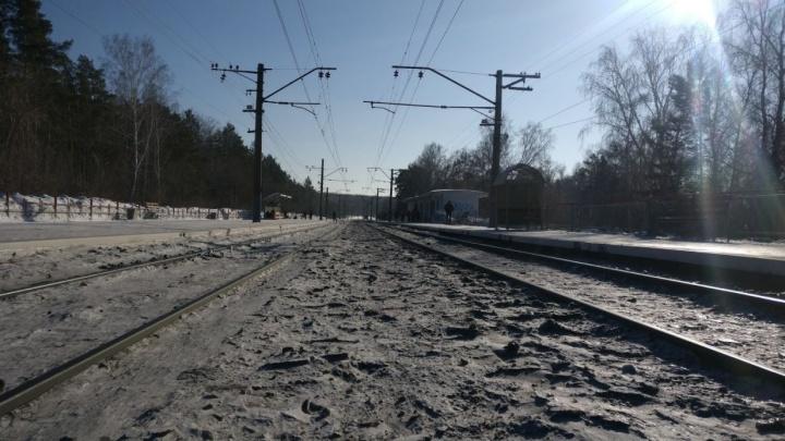В Академгородке поезд насмерть сбил неизвестного мужчину