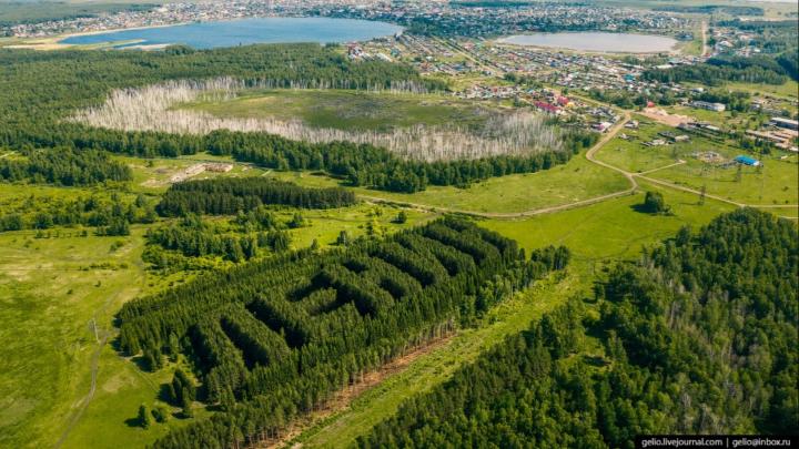 Новосибирский фотограф снял геоглиф «ЛЕНИН» возле Тюкалинска с высоты птичьего полёта (и не только)