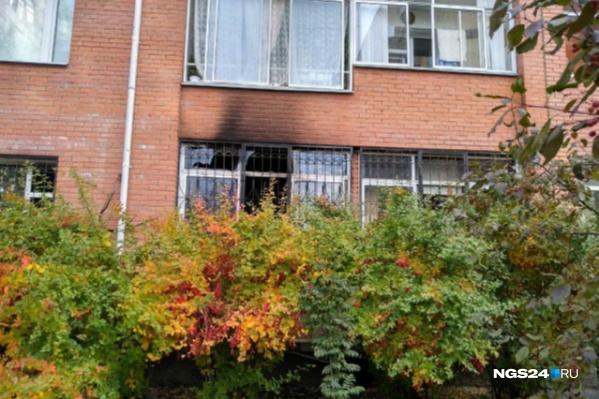 Только что наш корреспондент побывал около дома, где произошел пожар