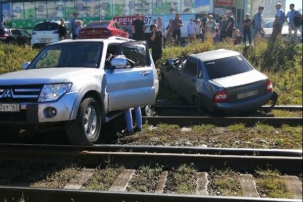 Очевидцы предполагают, что машины «слетели» с парковки