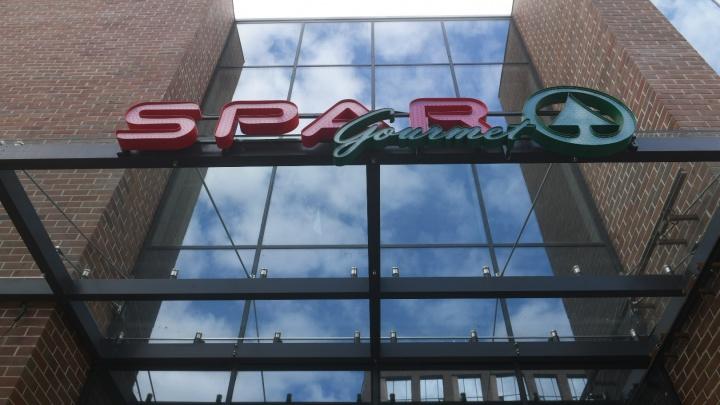 Екатеринбурженка будет судиться с крупным продуктовым магазином, в котором ее избили