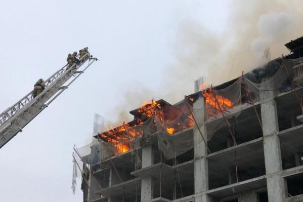 Огонь вспыхнул около 8 часов утра