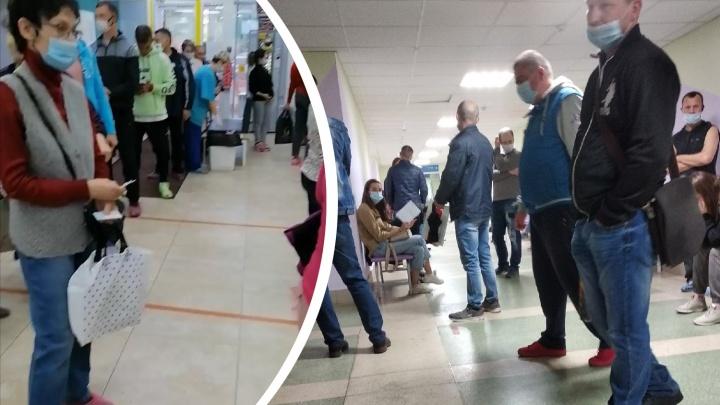 Система снова заболела: челябинцы жалуются на очереди в поликлиниках и не могут вызвать врача