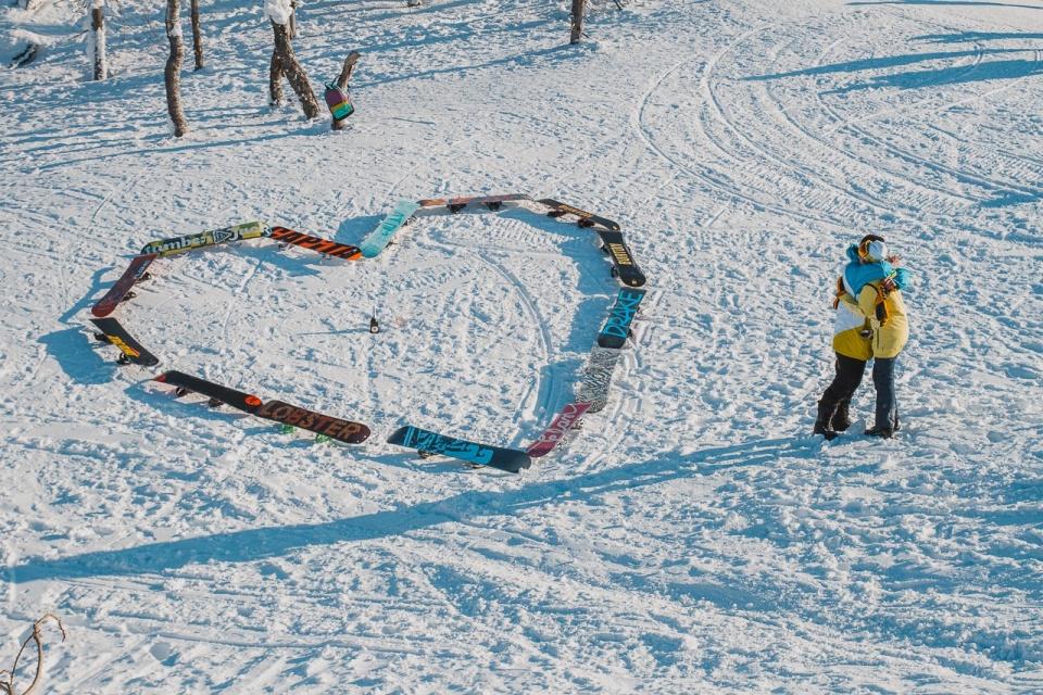 Да, угадали, это предложение руки и сердца. Угадайте с одного раза, что ответила эта сноубордистка?