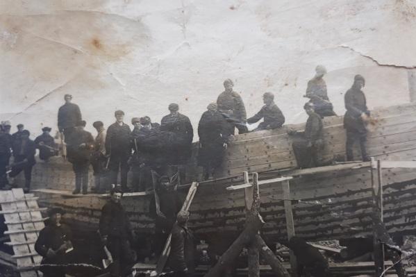 Полк Ивана Петровича помогал в строительстве корабля<br>