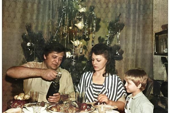 """На этом снимке — семья Ерёменко. Последние секунды <nobr class=""""_"""">31 декабря</nobr> <nobr class=""""_"""">1990 года</nobr>"""