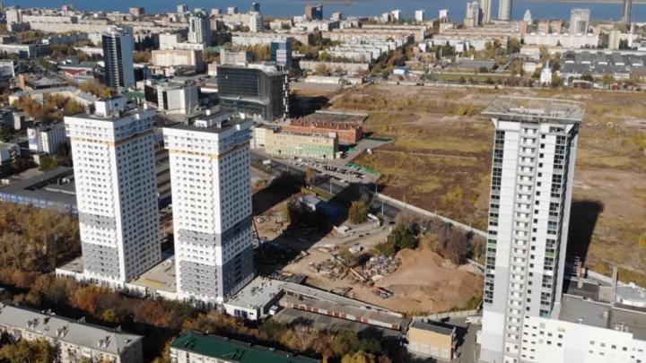 Три высотки в ряд: блогер показал, как осваивают территорию бывшего хлебозавода на Московском шоссе