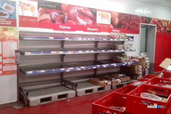 На прошедших выходных в некоторых новосибирских магазинах (например, Metro) начали пустеть прилавки
