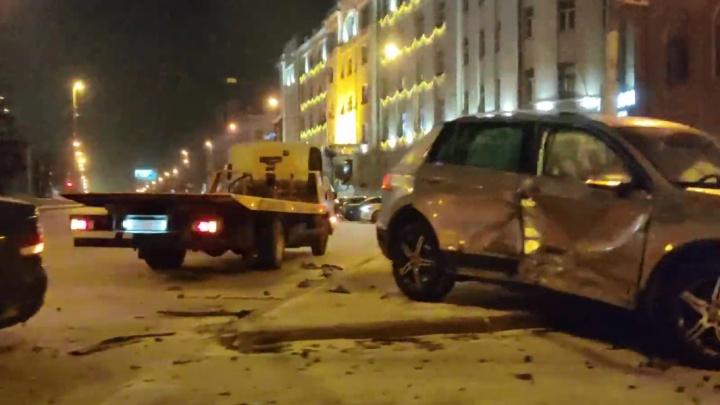 «Мне теперь ходить больно»: пострадавшая пассажирка такси — о серьезной аварии в центре Екатеринбурга