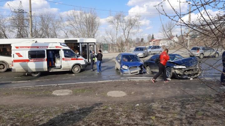 Две маленькие девочки пострадали в аварии на Волочаевской