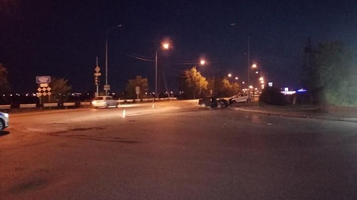 В Тюмени на улице Избышева произошло ДТП, скончался 20-летний водитель