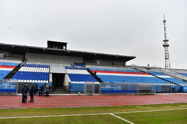 Городские власти пообещали привести поле стадиона «Шинник» в порядок