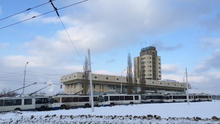 «Пришла на остановку, а автобусов нет»: уфимка — о том, как «Башавтотранс» разгоняет частников
