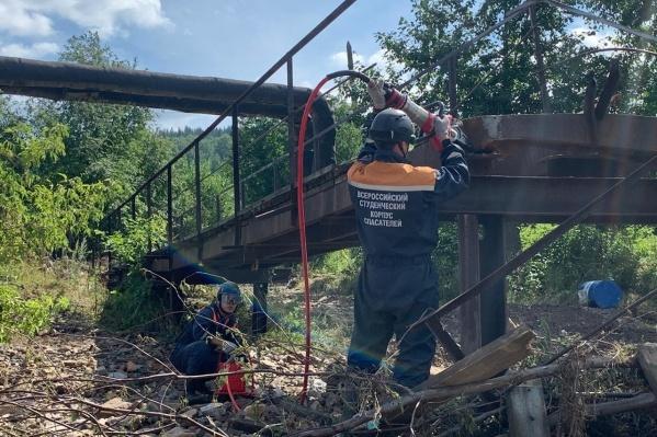 В Нижних Сергах по-прежнему работают почти 300 спасателей