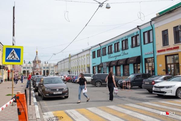 Дом явно выделяется на Депутатской улице