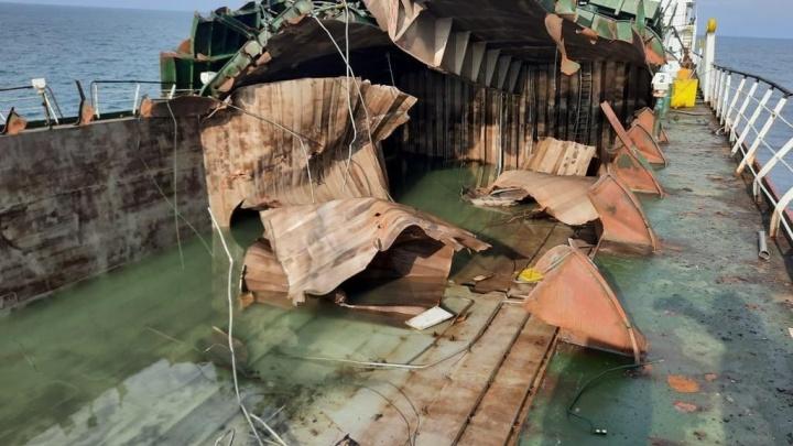 На взорвавшемся в Азовском море танкере были двое жителей Ростовской области