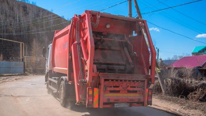 Регоператор показал, на что тратят деньги, собранные с людей за вывоз мусора