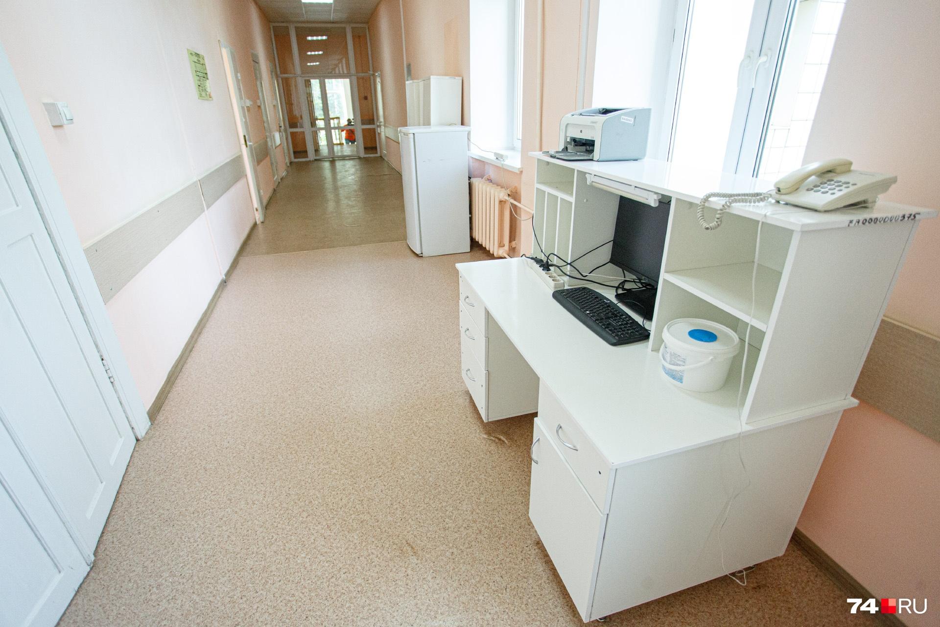 На пост медсестры установили компьютер, чтобы облегчить процесс обмена информацией между сотрудниками