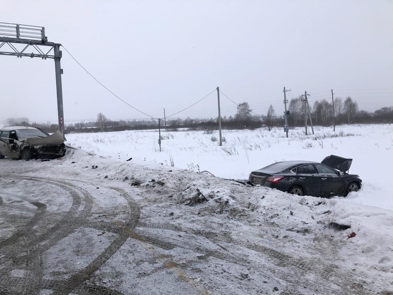 Машины от удара разбросало в разные стороны