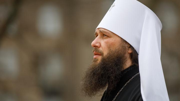 «От поветрия и смертоносной заразы»: волгоградские монахи вышли на крестный ход против коронавируса
