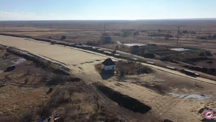 Он стоял до последнего: маленький домик пытался противостоять гигантской стройке обхода Волгограда