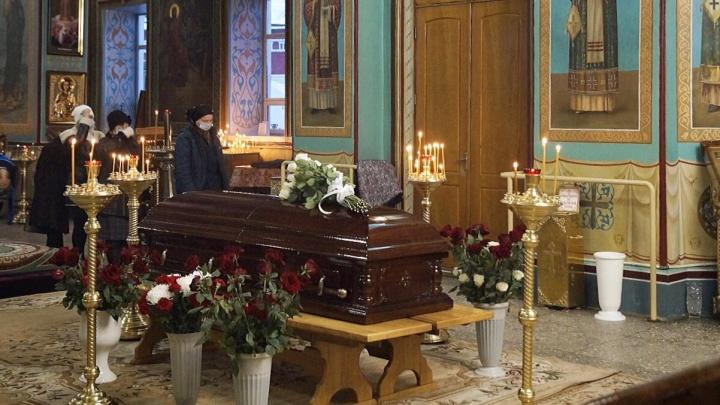 Настоятеля Казанского собора, умершего от COVID-19, похоронили на кладбище в Красноармейском районе