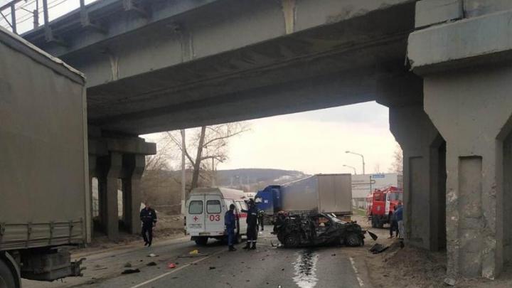 Осталась груда металла: в Самарской области в ДТП на трассе погибли два человека