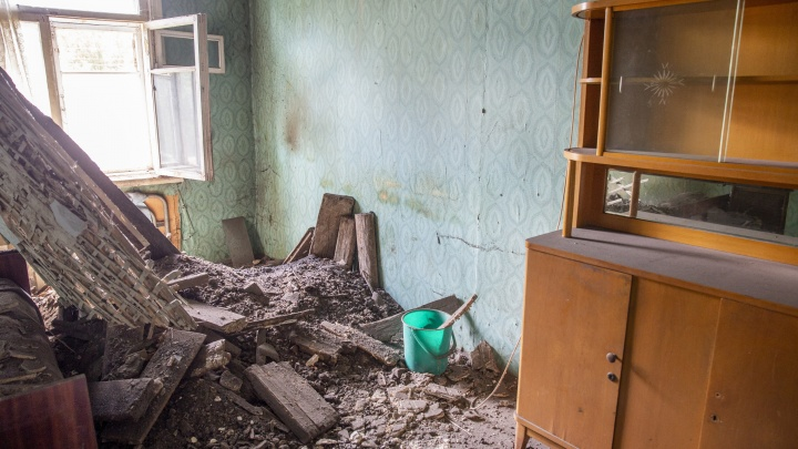 «Лучше сдохнуть, чем жить так»: в Ярославле в жилом доме рухнул потолок