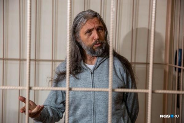 Сергей Тороп (Виссарион) в клетке Новосибирского суда