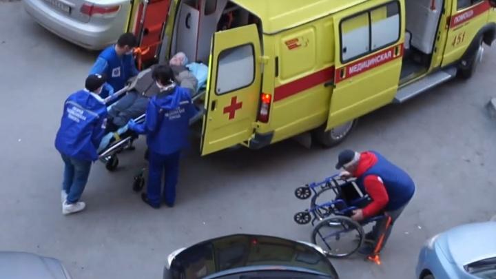 У бабушки из Тюмени, которую избила сиделка, диагностировали перелом ключицы и травмы головы