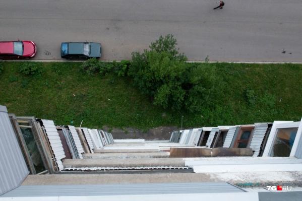 В Ярославле во время игры с балкона вывалился 4-летний ребёнок