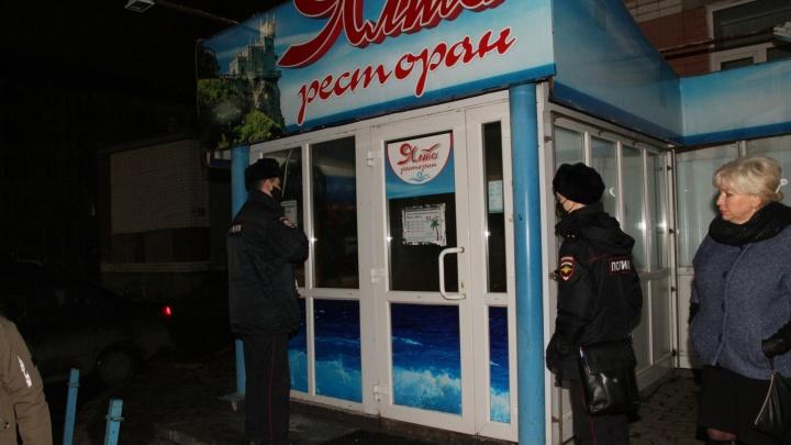 Чиновники и полицейские Архангельска отправились ночью в бары: искали нарушителей указа губернатора