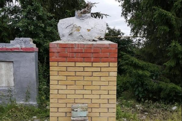 Родителей школьника из Башкирии, который разбил бюст Героя России, хотят привлечь к ответственности