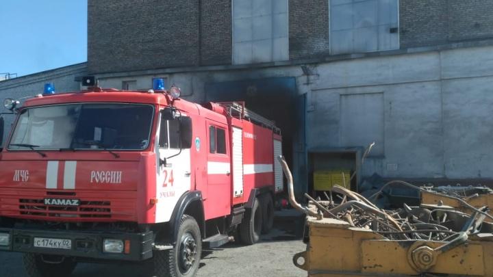 В Башкирии загорелся крупный завод