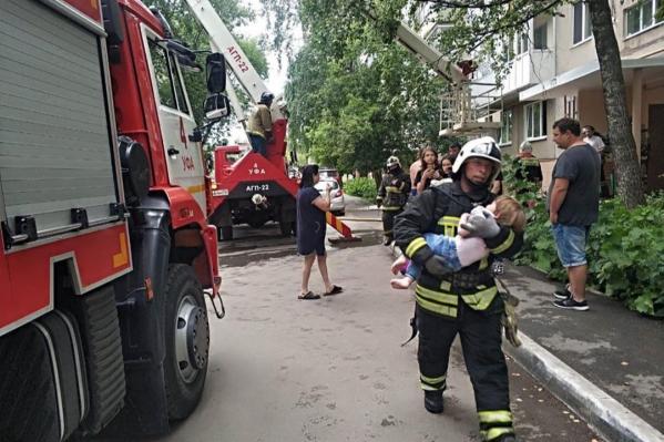 На место происшествия отправились38 спасателей и 11 пожарных машин