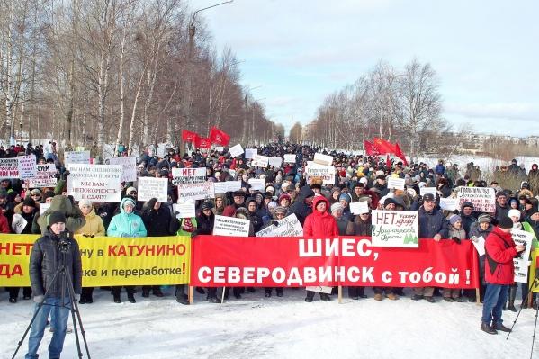 Одна из самых многочисленных акций — в Северодвинске. По оценке организаторов, на митинг пришли 2700 человек