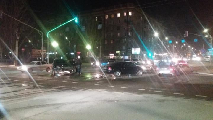 В центре Волгограда в столкновении двух иномарок пострадал девятимесячный ребёнок