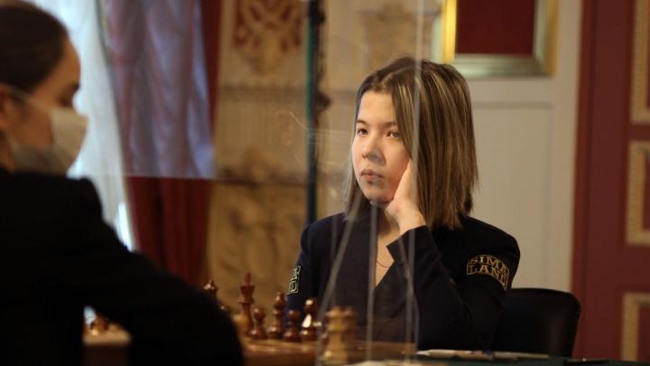 Екатеринбургская шахматистка смогла отобрать очки у единоличного лидера суперфинала чемпионата России